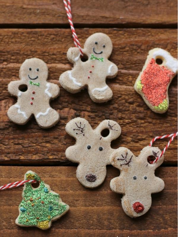 déco de Noël en pâte à sel bonhommes et chaussette