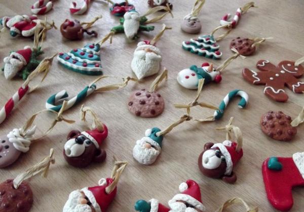 déco de Noël en pâte fimo têtes de Pères Noël