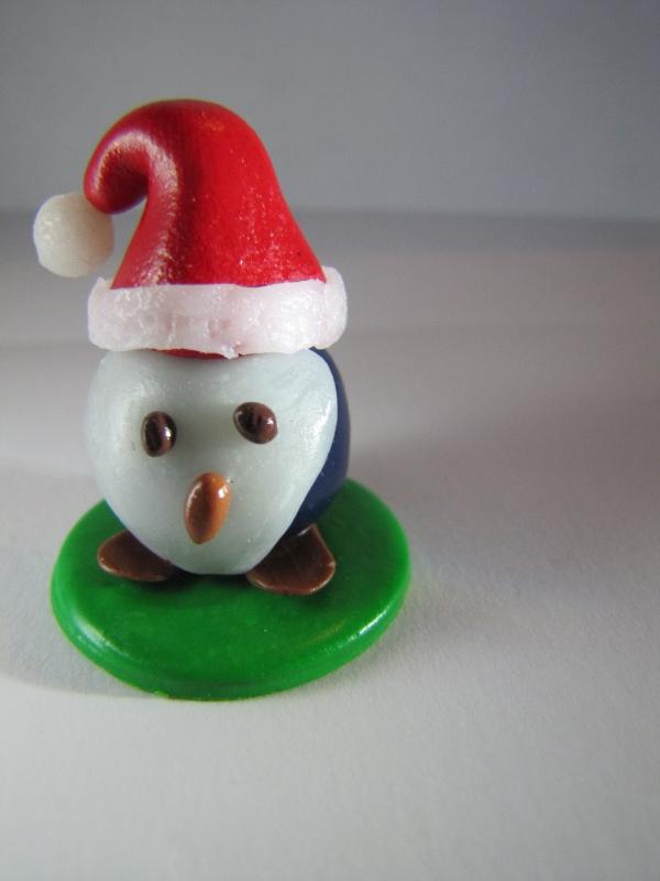 déco de Noël en pâte fimo un pingouin triste