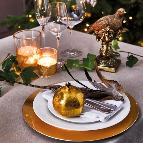 déco de table noël or et plumes
