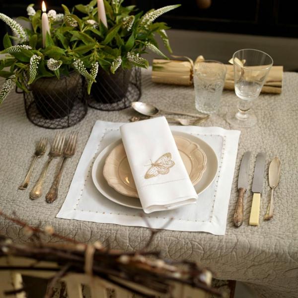 déco de table noël serviette brodée couverts en cuivre