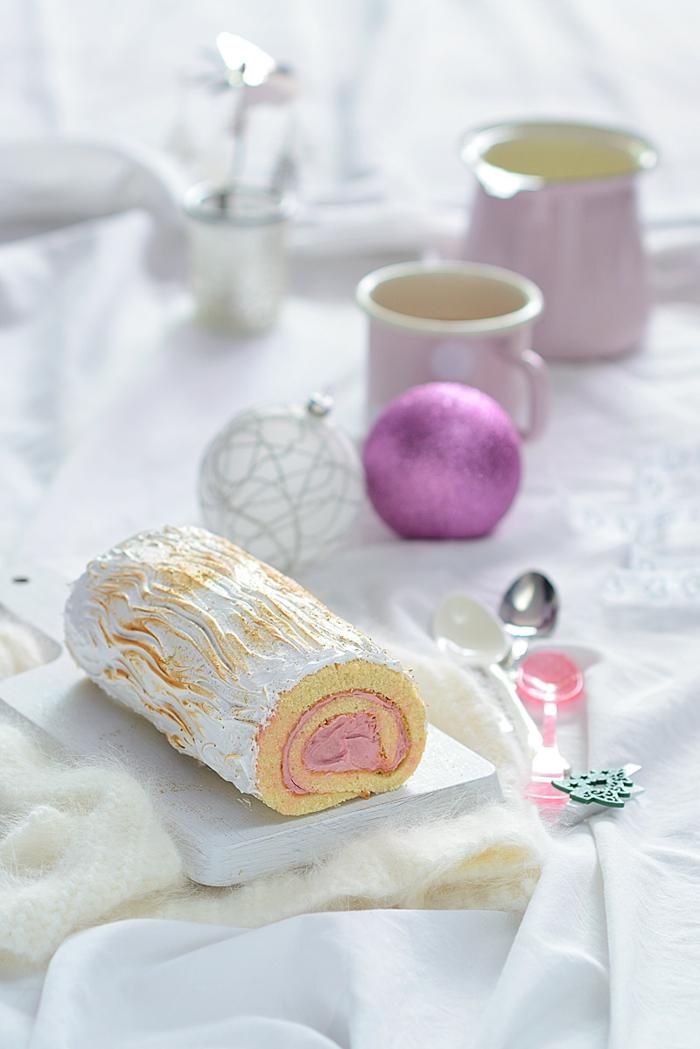 décoration bûche de noël à la crème blanche