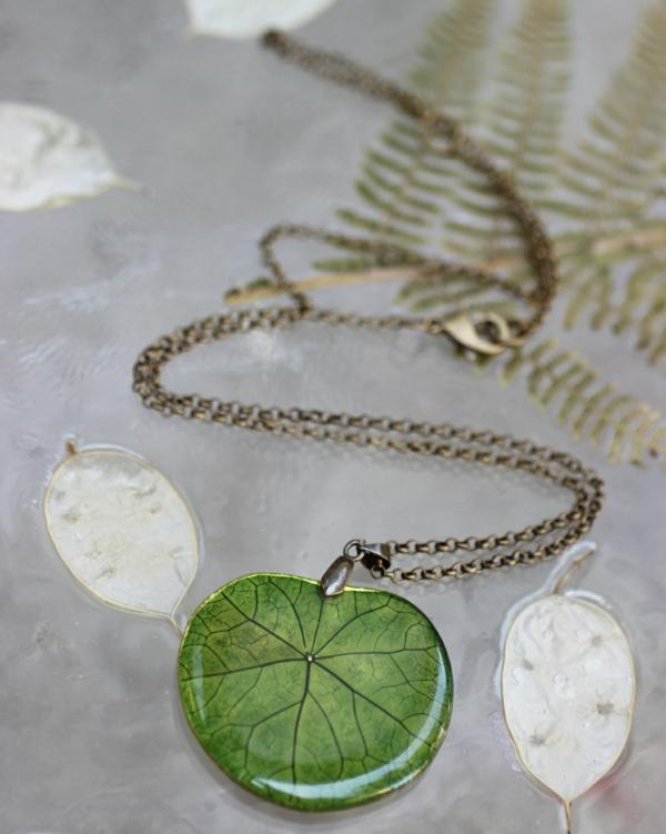 diy bijoux en résine collier feuille
