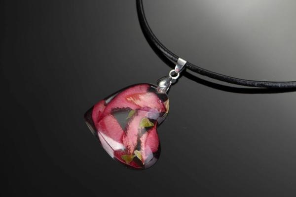 diy bijoux en résine pendentif coeur