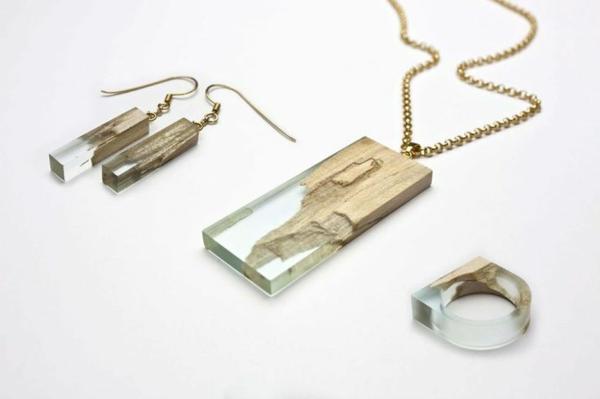diy bijoux en résine pendentif et boucles d'oreilles résine et bois
