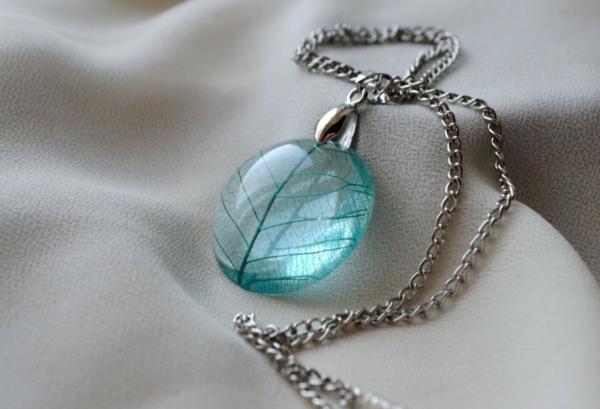diy bijoux en résine pendentif fil coloré
