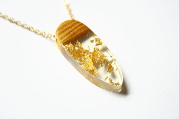 diy bijoux en résine pendentif résine bois copeaux métalliques