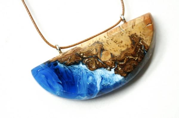 diy bijoux en résine pendentif résine et bois