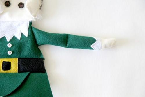 diy elfe de Noël un bras est cousu