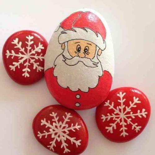 fabriquer un Père Noël cailloux de la rivière