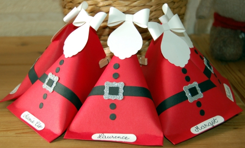 fabriquer un Père Noël un groupe de Pères Noël