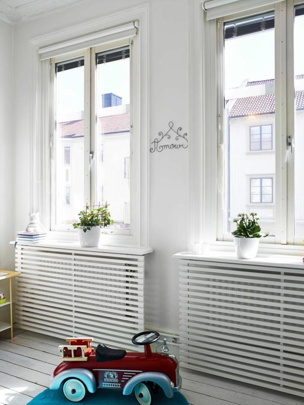 fabriquer un cache-radiateur grille en bois sous cadre de fenêtre