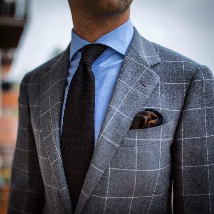 faire un noeud de cravate à porter avec un cosrume à carreaux