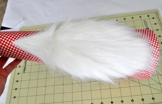 gnome de noël avec barbe de fausse fourrure