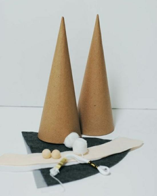 gnome de noël fait en cône de mousse