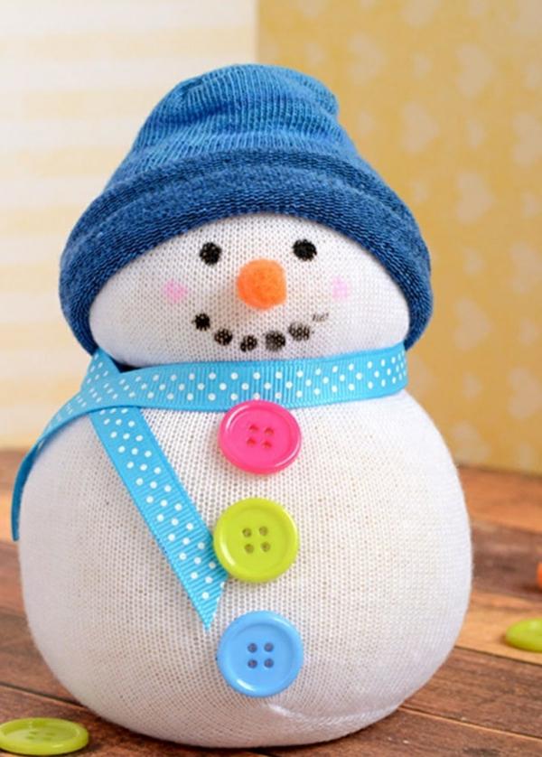 idée bricolage noël bonhomme de neige chaussette boutons
