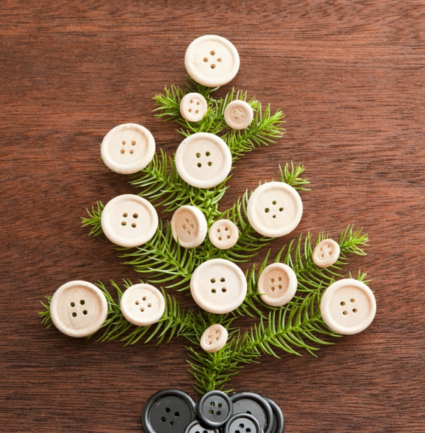 idée bricolage noël déco branches de sapin artificielles boutons