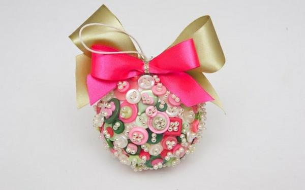 idée bricolage noël ornement sapin boutons épingles perles