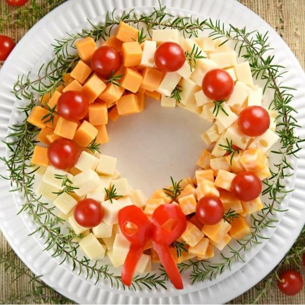 idée de couronne noël plateau fromages tomates cerises