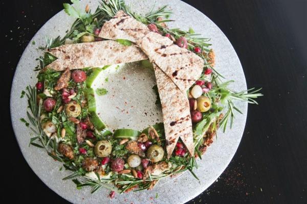 idée de couronne noël salade poulet olives houmous