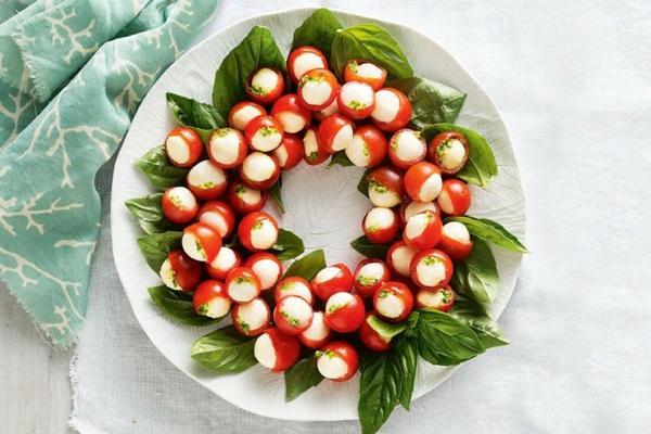 idée de couronne noël tomates cerises mozzarella