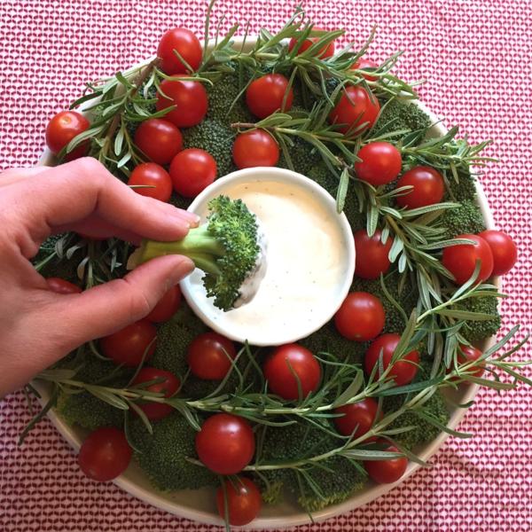 idée de couronne noël végétarienne tomates cerises broccoli