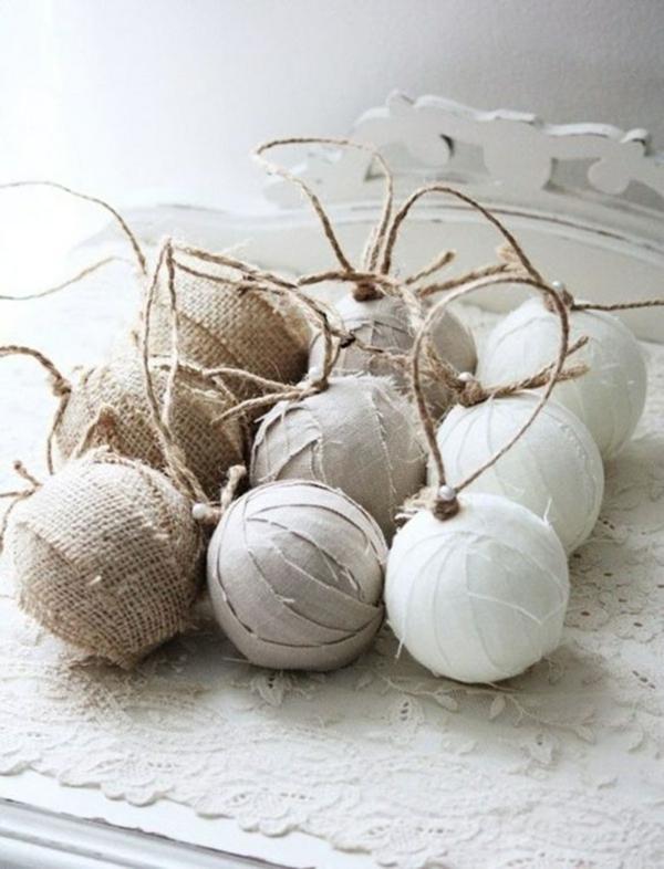 idée de déco de noël scandinave boule de sapin habillée en textile