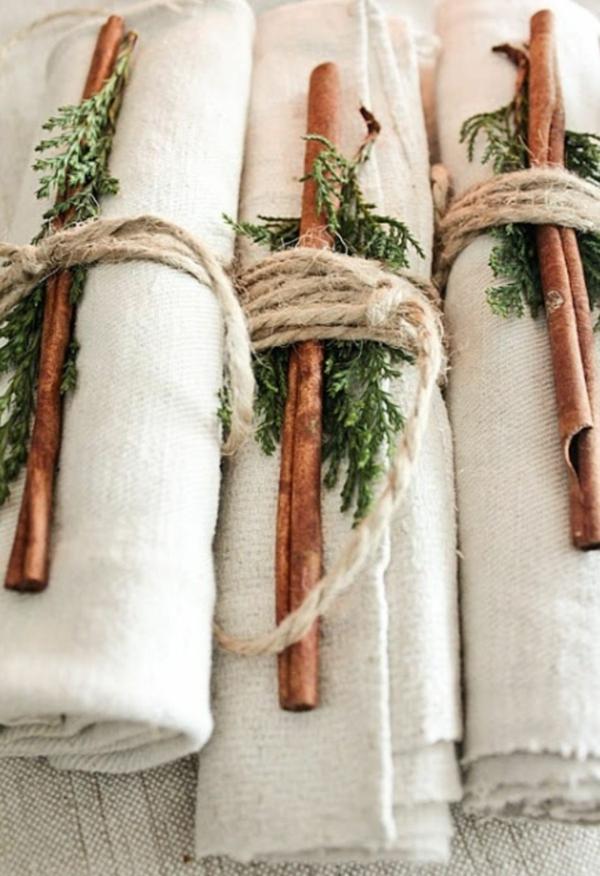 idée de déco de noël scandinave serviette bâton de cannelle