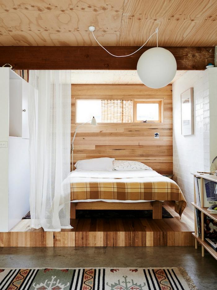 intérieur studio idée avec estrade en bois