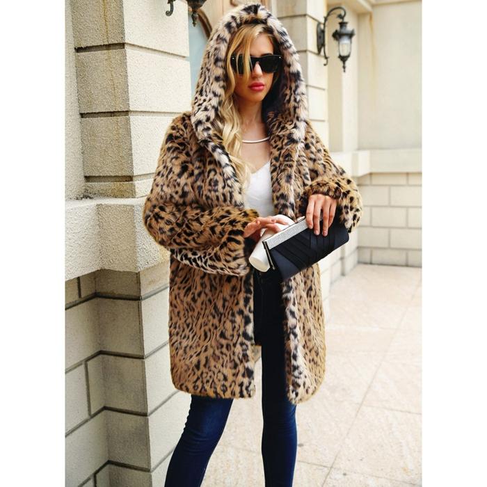jean et manteau en fausse fourrure léopard