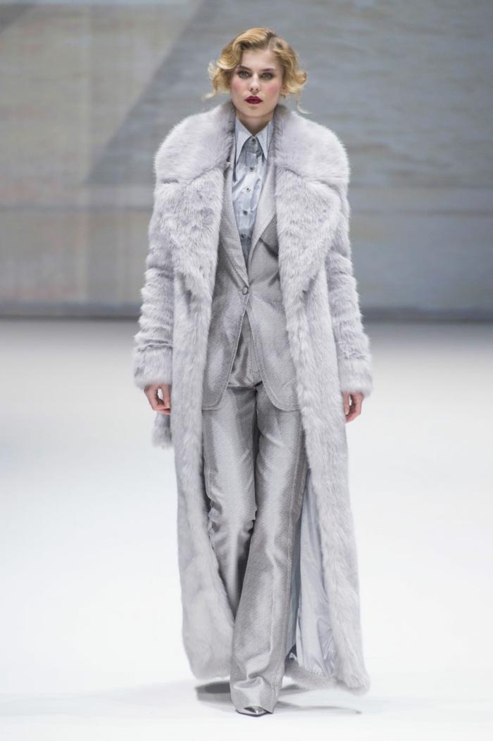 manteau en fausse fourrure modlèe long
