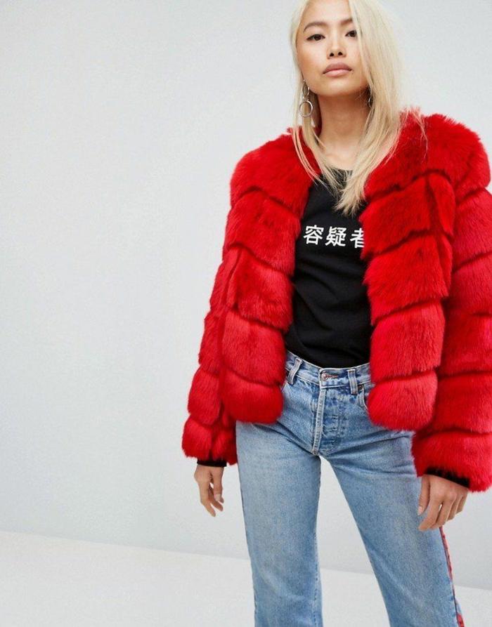 manteau en fausse fourrure rouge
