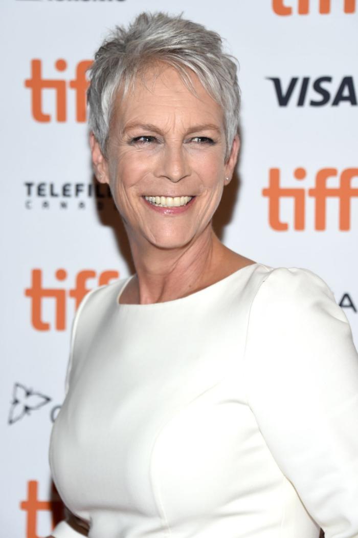 modèle de coiffure pour femme de 50 ans aller au gris