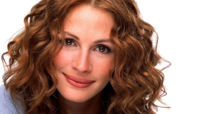 modèle de coiffure pour femme de 50 ans ondes et volume