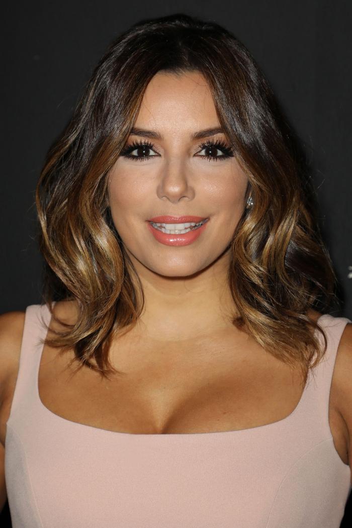 modèle de coiffure pour femme de 50 ans ondulation parfaite