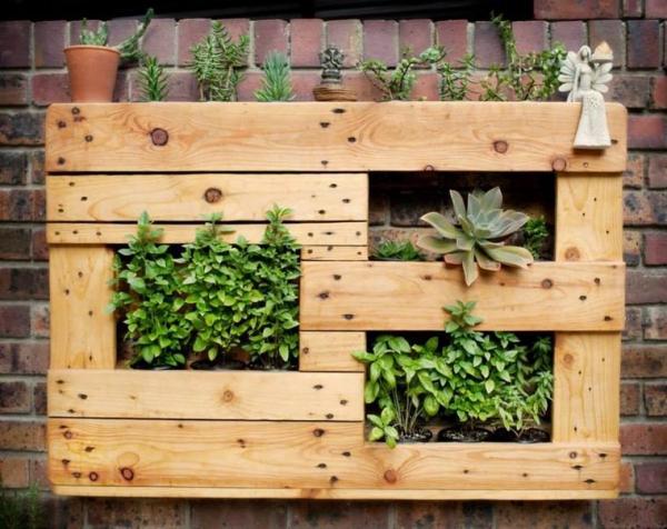 mur végétal palette pour un mur en briques