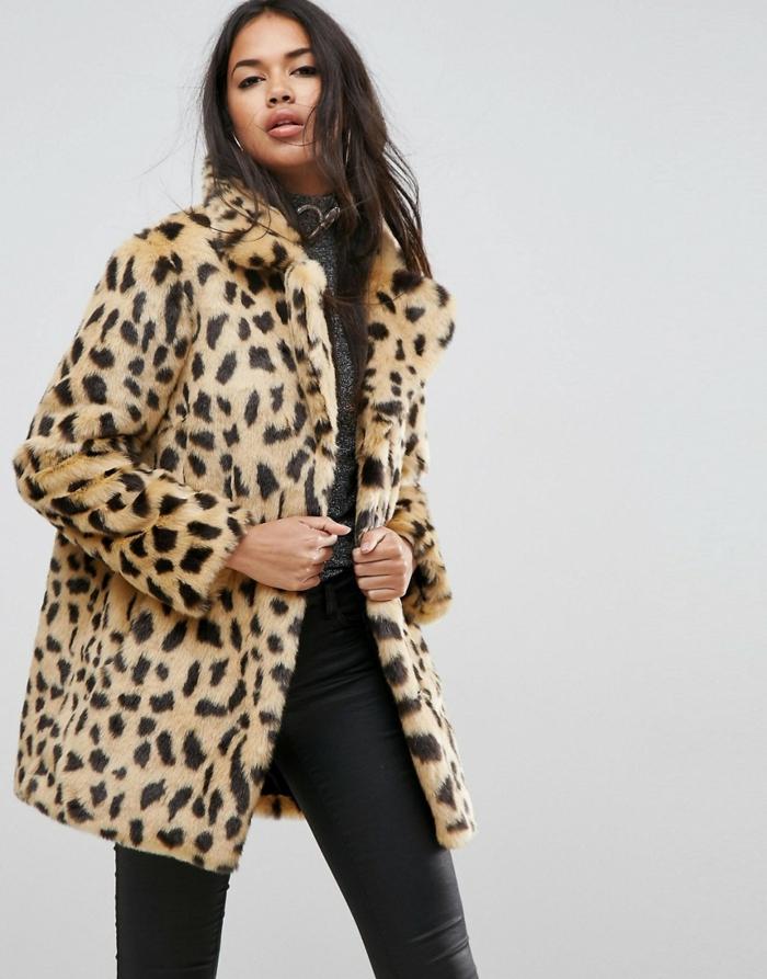 pantalon noir et manteau en fausse fourrure mode femme