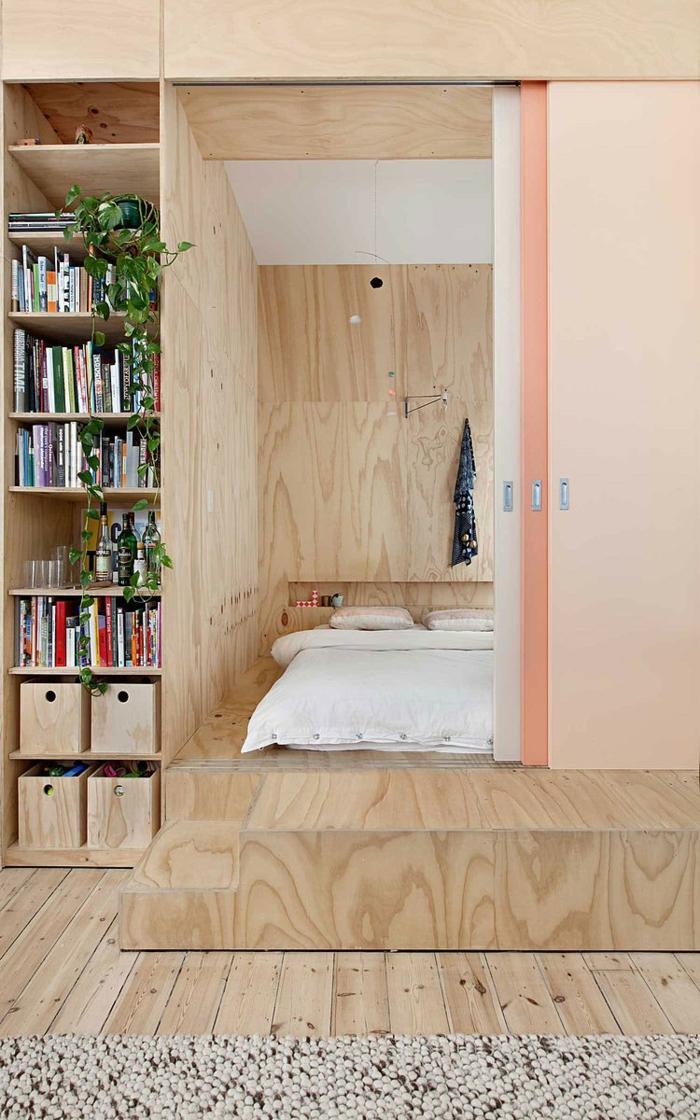 petit appartement idée estrade en bois