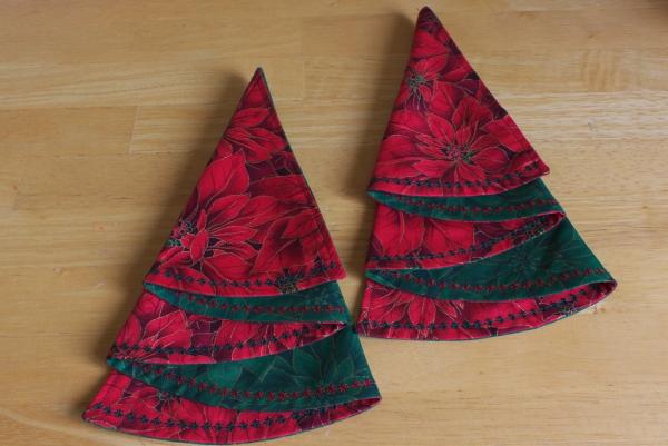 pliage serviette Noël sapins-serviettes
