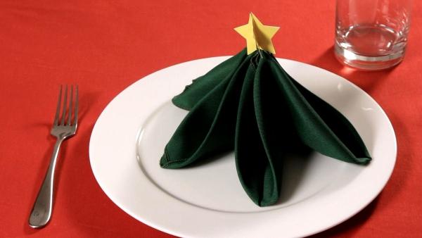 pliage serviette Noël un autre sapin vert