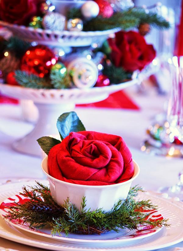 pliage serviette Noël une rose rouge