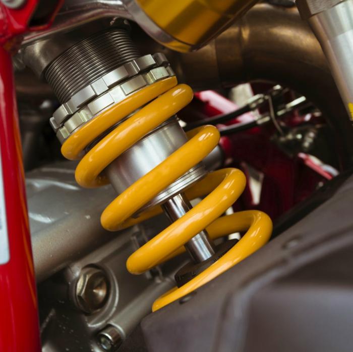 réparer la voiture amortisseurs