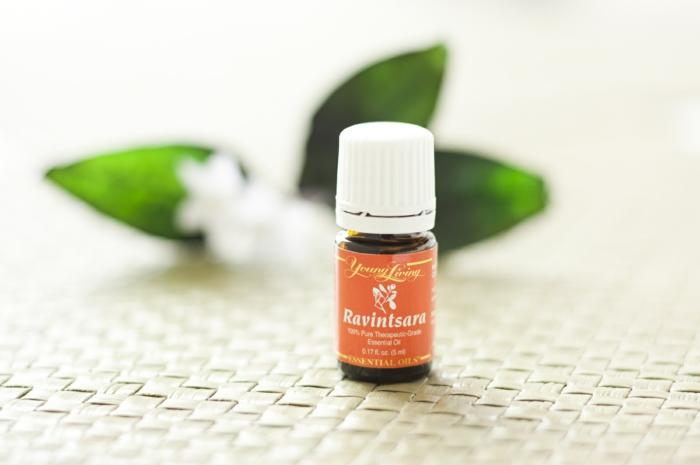 ravintsara huile essentielle pour combattre le rhume