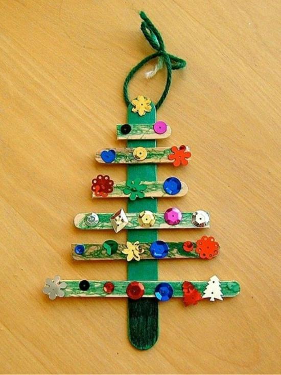 sapin décoré bâtonnets de bois activité noël maternelle