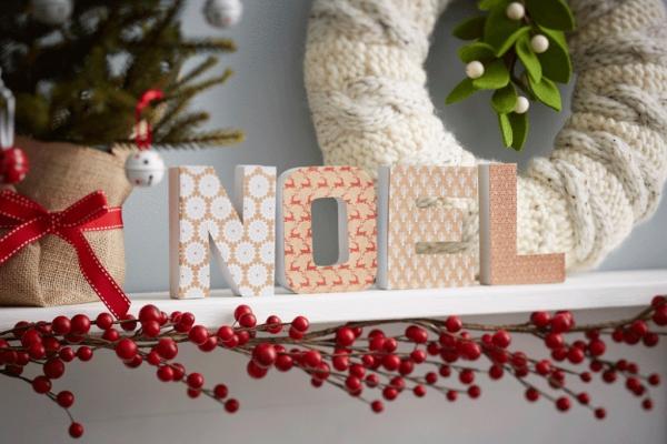 serviettage Noël lettres enveloppées de papier