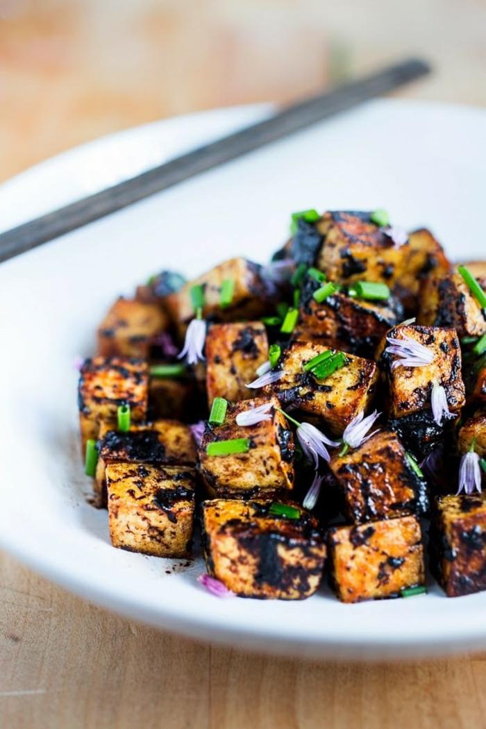 tofu et ail noir fermenté