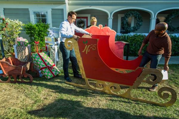 traîneau Père Noël DIY montage sur la pelouse