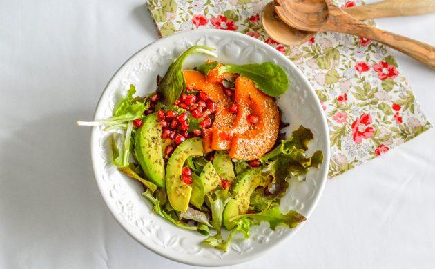 salade d hiver plein de crudit s vitamineuses dans l assiette. Black Bedroom Furniture Sets. Home Design Ideas