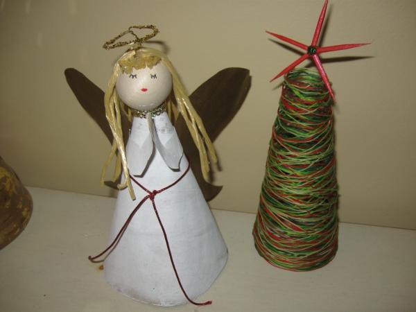 ange de Noël à fabriquer cône en papier