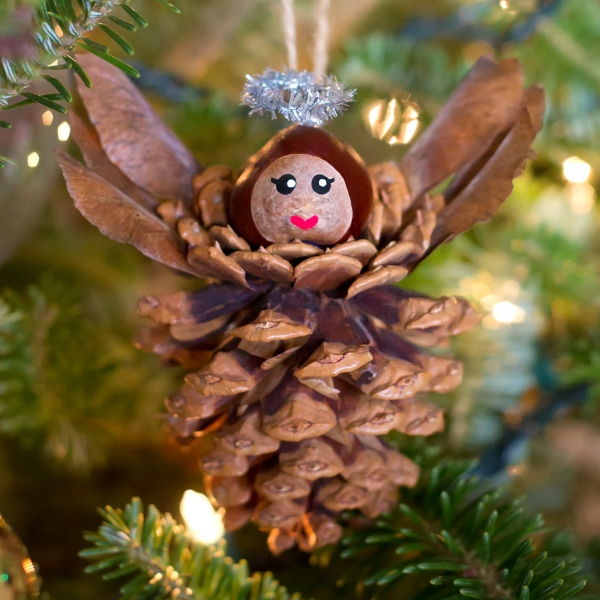 ange de Noël à fabriquer une pomme de pin